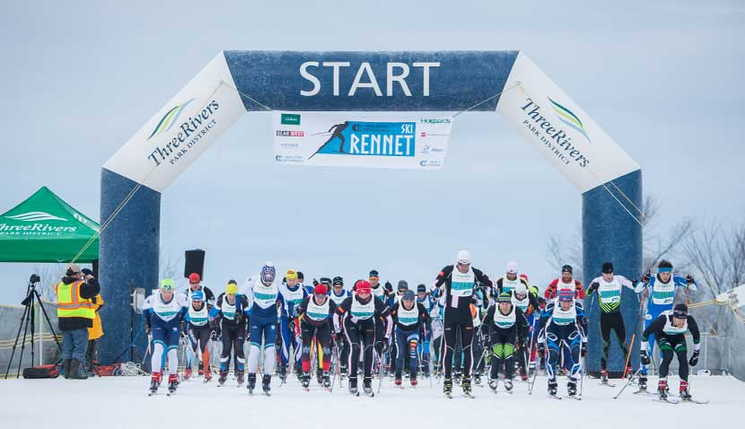 cross-country skiers lined up at the start of the Rennet race